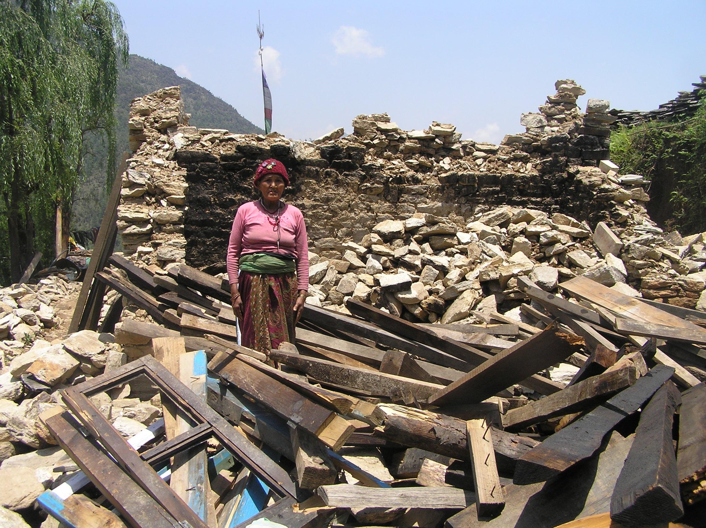 Completely-damaged-house-of-Pratiman-Tamang-Duble.