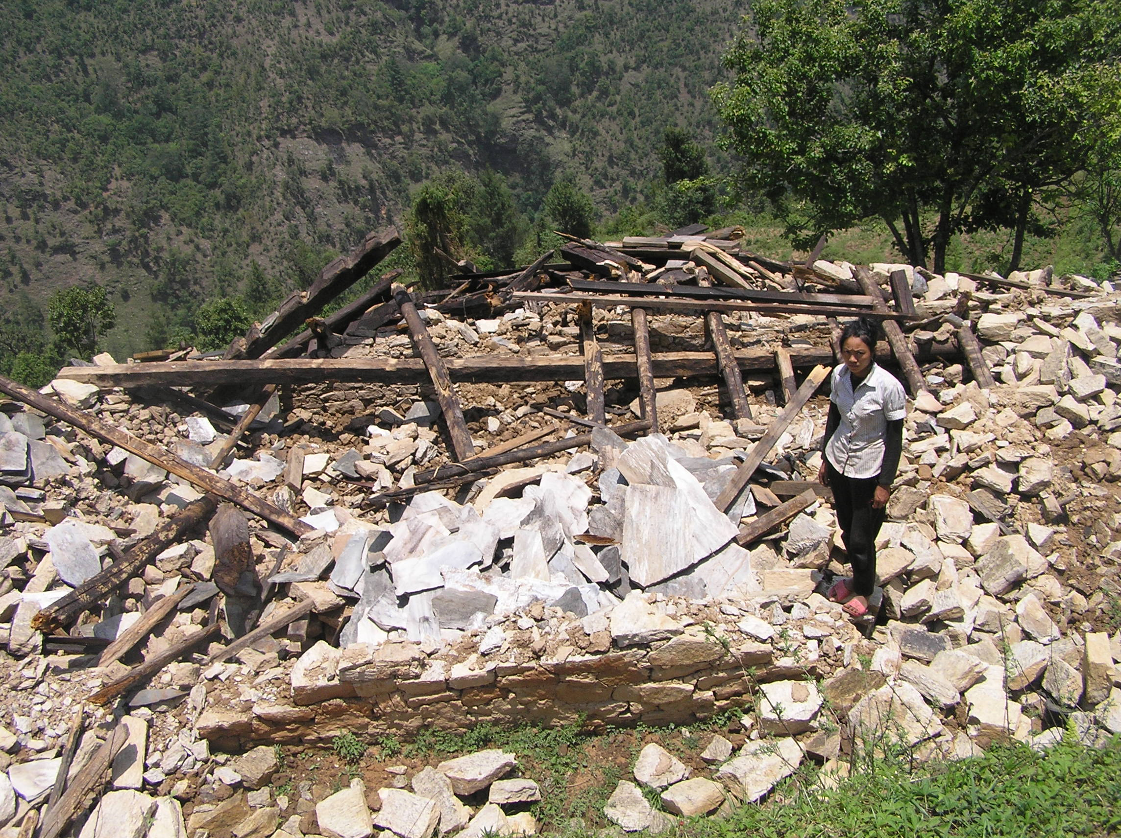 Copletely-damaged-house-of-Sombir-Tamang-at-Duble