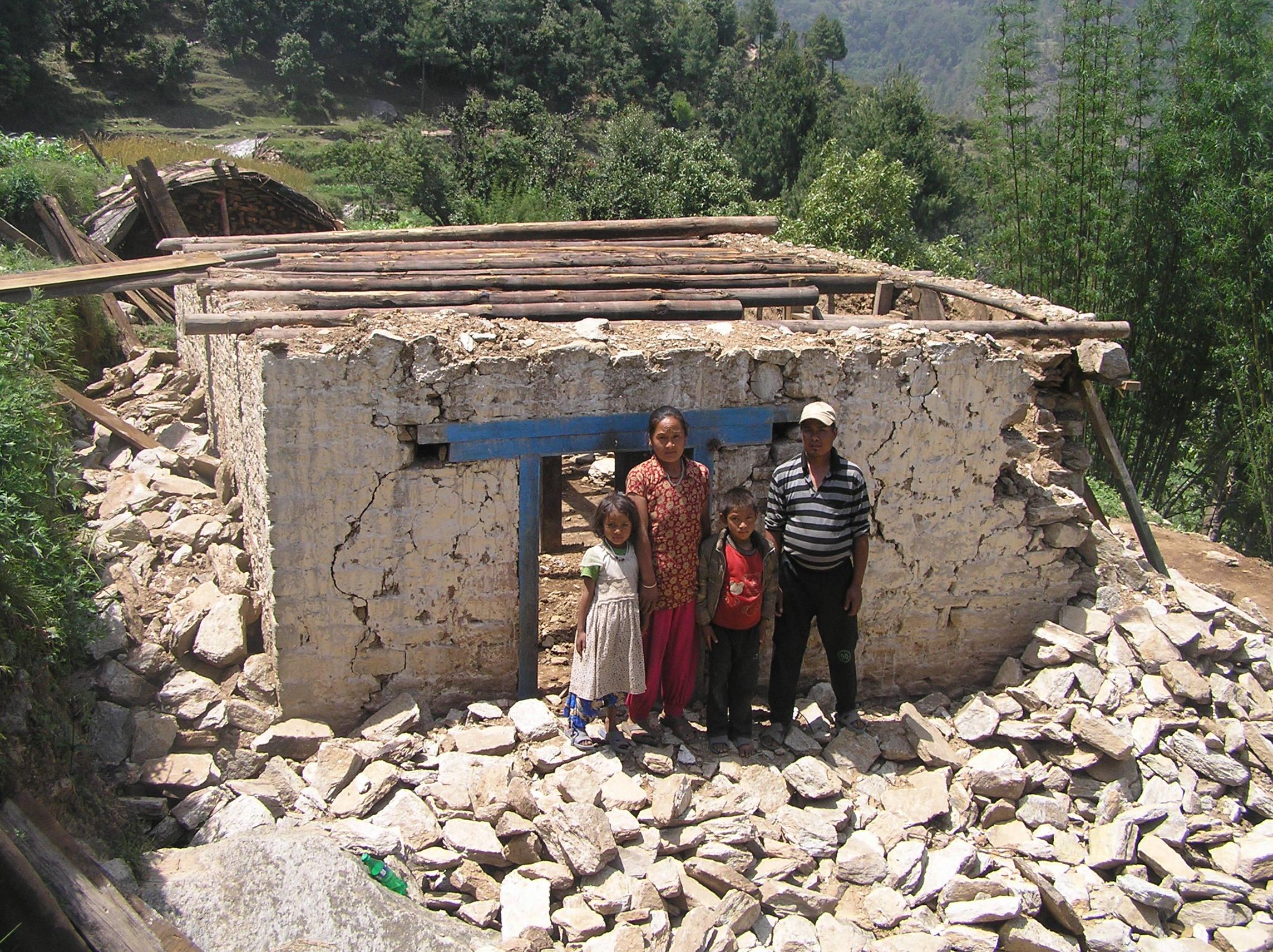 Damaged-house-of-Samsher-Tamang-Dandapari
